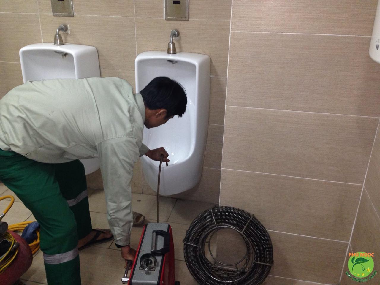 Phú Ngọc là đơn vị cung cấp dịch vụ rút hầm cầu tại TPHCM uy tín, chuyên nghiệp