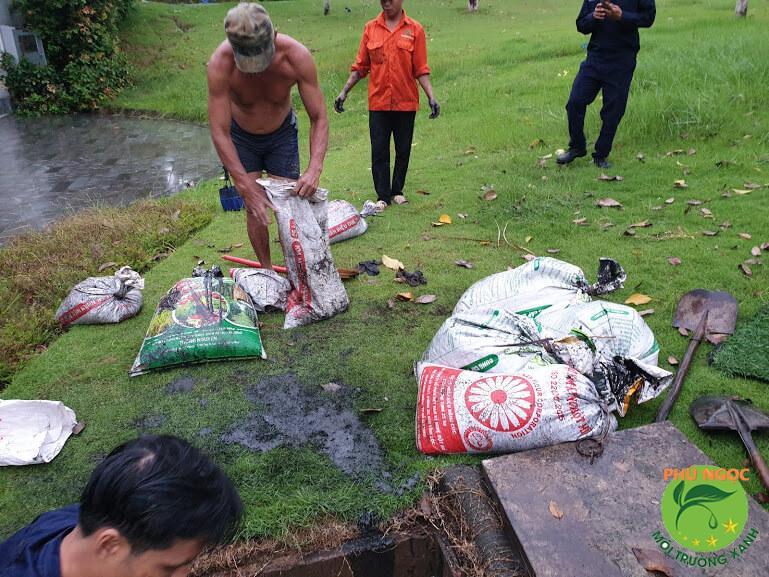Phú Ngọc cung cấp dịch vụ hút bùn giá rẻ