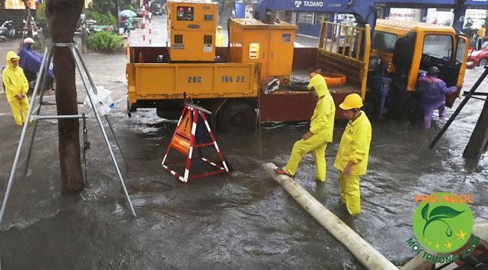 Xử lý cống ngập lụt bằng máy thông tắc cống hiện đại