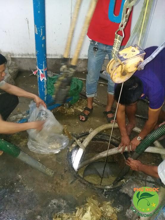 Dịch vụ hút hầm cầu của công ty Phú Ngọc luôn được người dân huyện Hớn Quản tin dùng