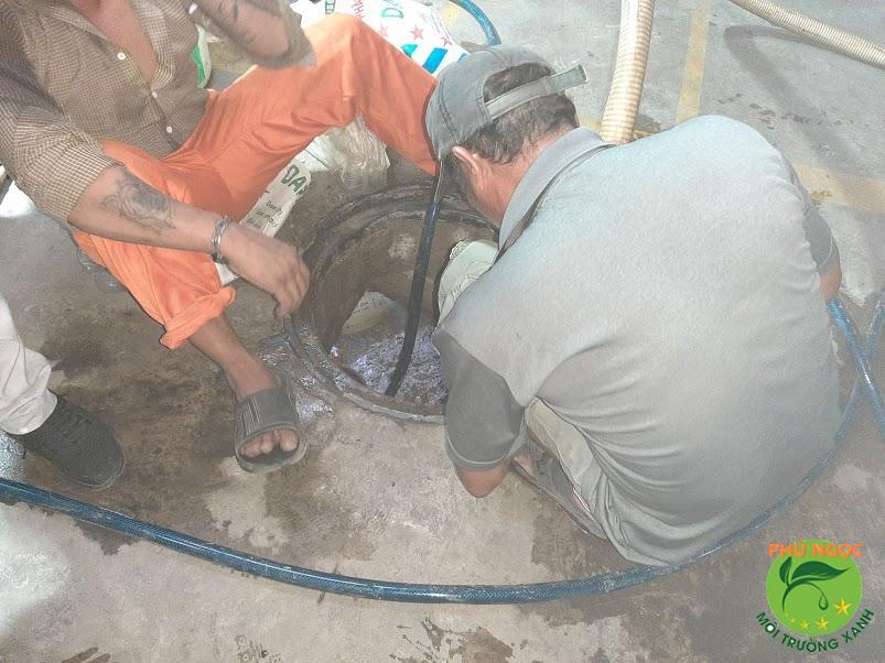 Phú Ngọc cung cấp dịch vụ nhanh - sạch - an toàn - hiệu quả, cam kết 100% thực hiện những dịch vụ sửa bồn cầu