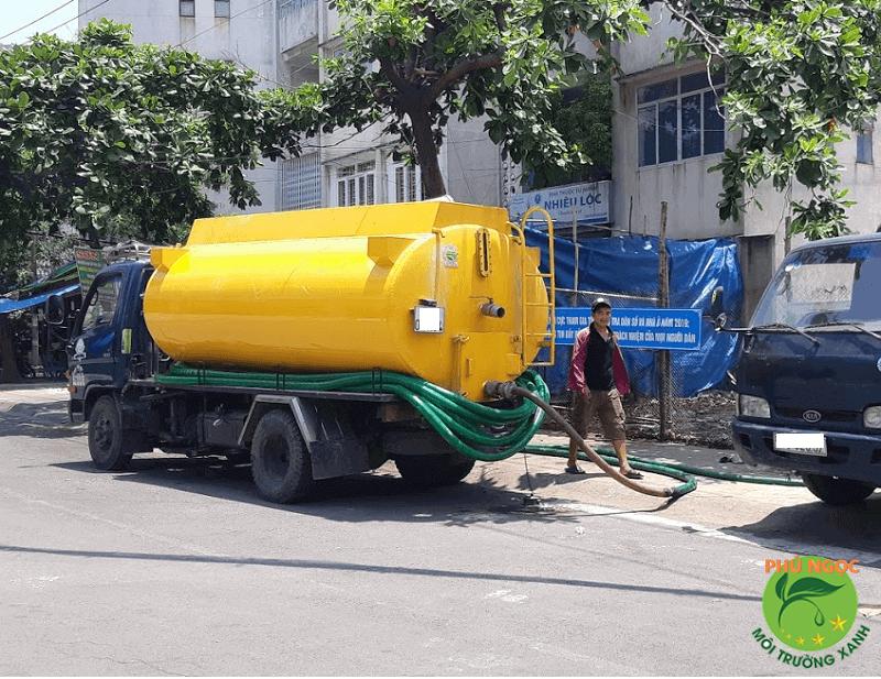Công ty Phú Ngọc mang đến quý khách hàng dịch vụ hút hầm cầu uy tín, chất lượng